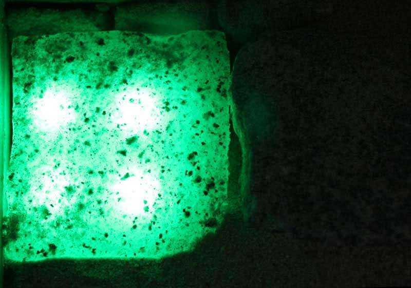 Licht-gruen-granit