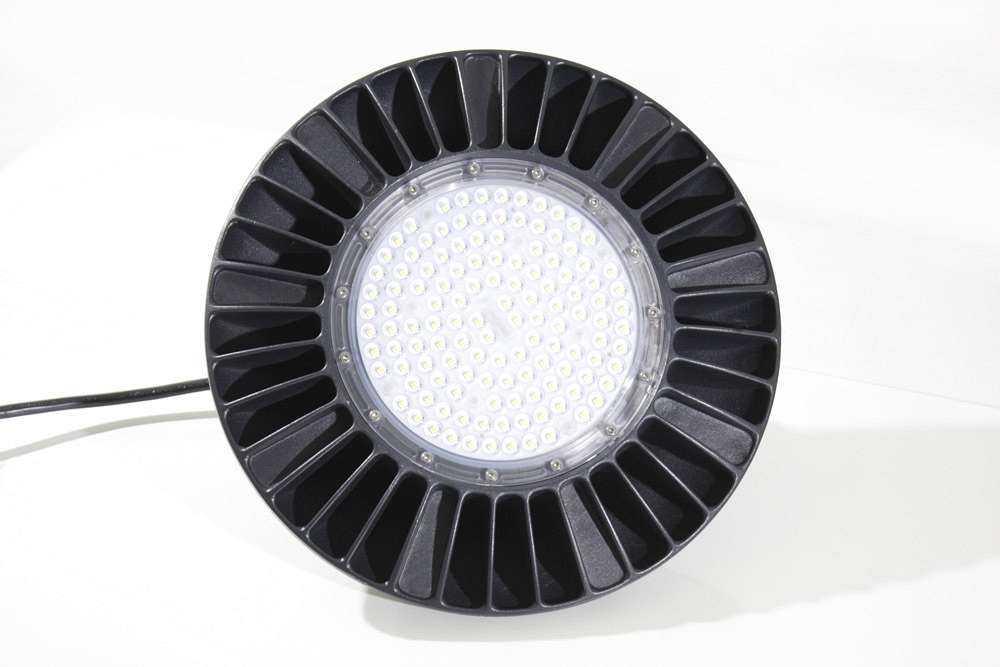 Wir sind heller: Effizienz pur - der LED Hallenstrahler WH