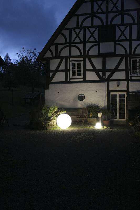 wir sind heller leuchtkugeln. Black Bedroom Furniture Sets. Home Design Ideas
