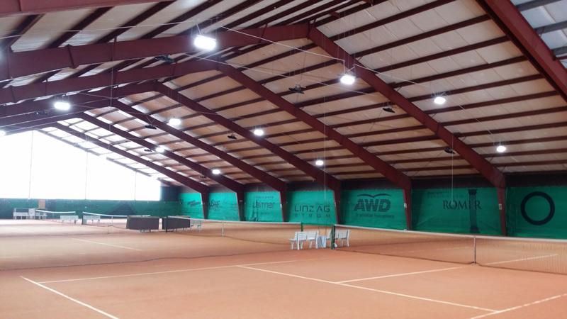 Beleuchtung Tennishalle