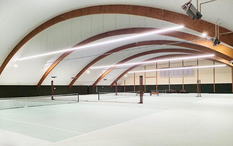 Sportplatzbeleuchtung Tennishalle