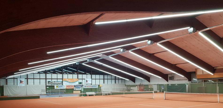 Tennishalle Lichtbandsystem